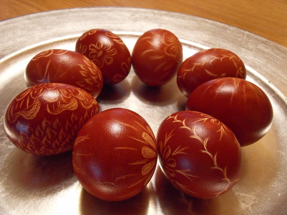 ouă roșii de Paște