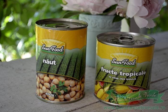 Guguluf cu naut si fructe tropicale
