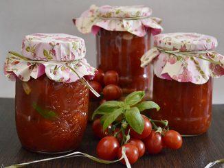 rosii-cherry-cu-usturoi-si-busuioc-1