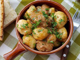 gulyas-de-porc-cu-galuste-de-cartofi-33-1
