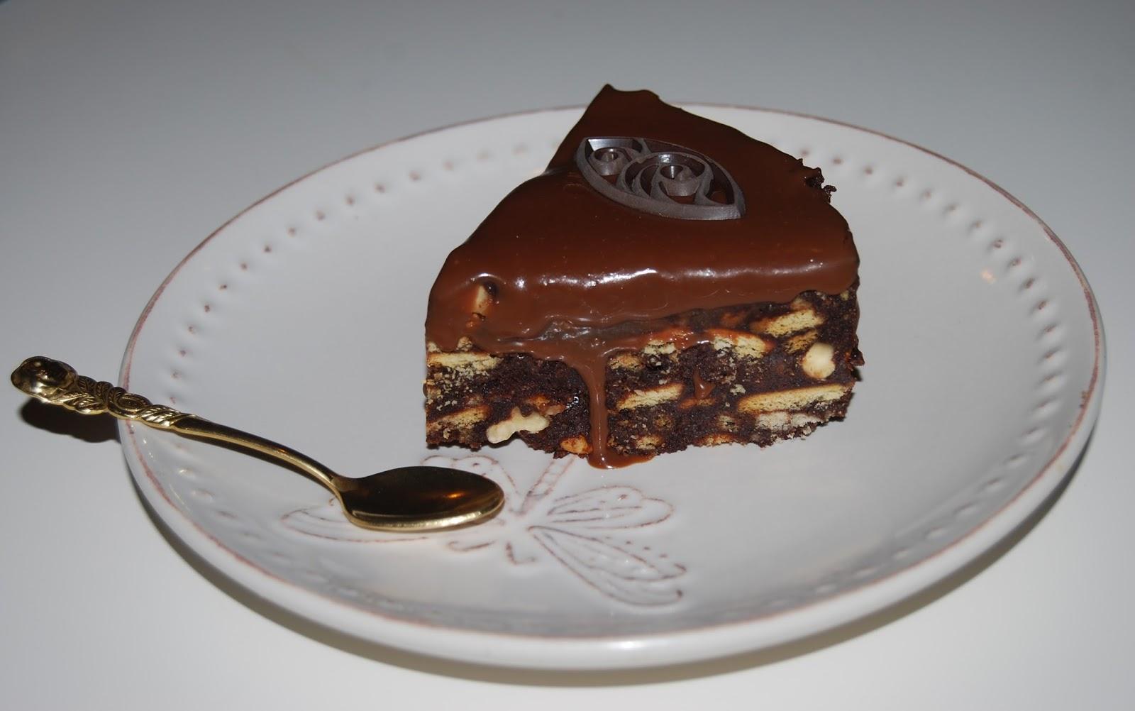 Tort fara coacere cu biscuiti si ciocolata mod preparare