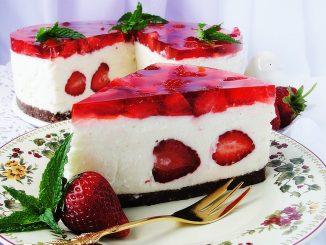 Cheesecake-cu-jeleu-de-capsuni-1