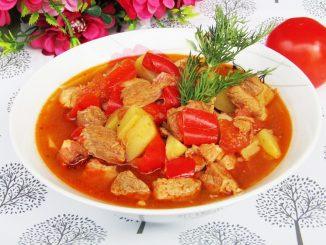 Tocanita-de-cartofi-cu-carne-de-porc-1