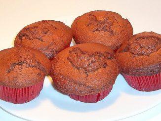 Briose-pufoase-cu-ciocolata-1