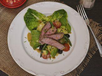 salata-cu-friptura-de-vita-angus1