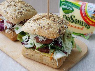 sendvisuri-cu-mititei-salata-si-cascaval-11