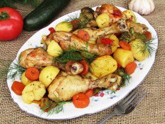 Ciocanele-de-pui-cu-cartofi-noi-la-cuptor-1