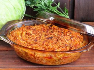 Varza-cu-ciuperci-si-carne-la-cuptor-1