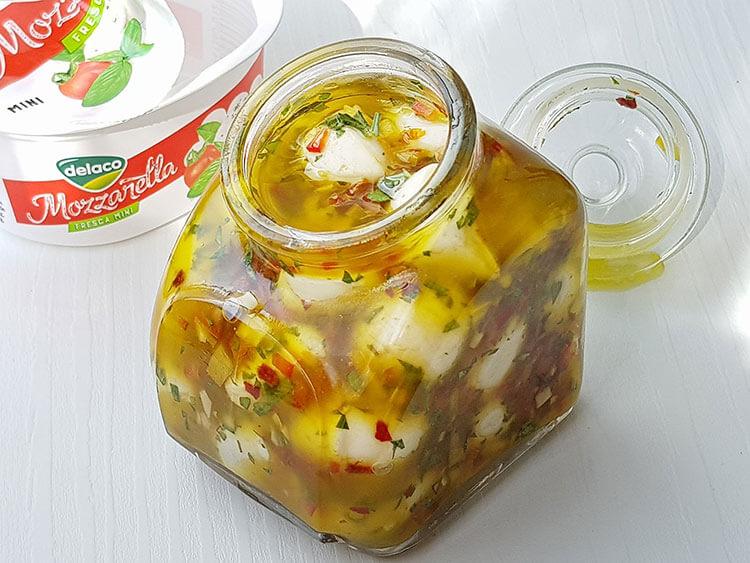 Mozzarela marinata in ulei de masline
