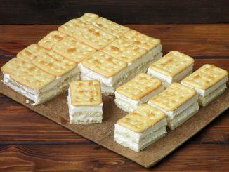 Prajitura-cu-biscuiti-si-crema-cu-lapte-fara-coacere-1