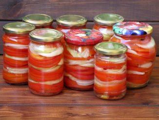 Salata-cu-rosii-si-ceapa-pentru-iarna-1