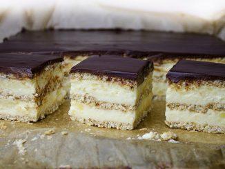 prajitura-cu-crema-de-branza-si-biscuiti-1