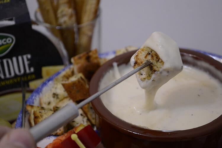 Platou cu fondue emmentaler