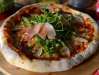 pizza-cu-pere-si-gorgonzola-1