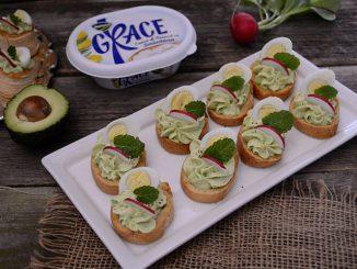 tartine-cu-crema-de-avocado-si-branza-3-1