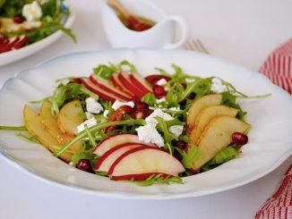 salata-cu-fructe-si-telemea-de-capra-4-1