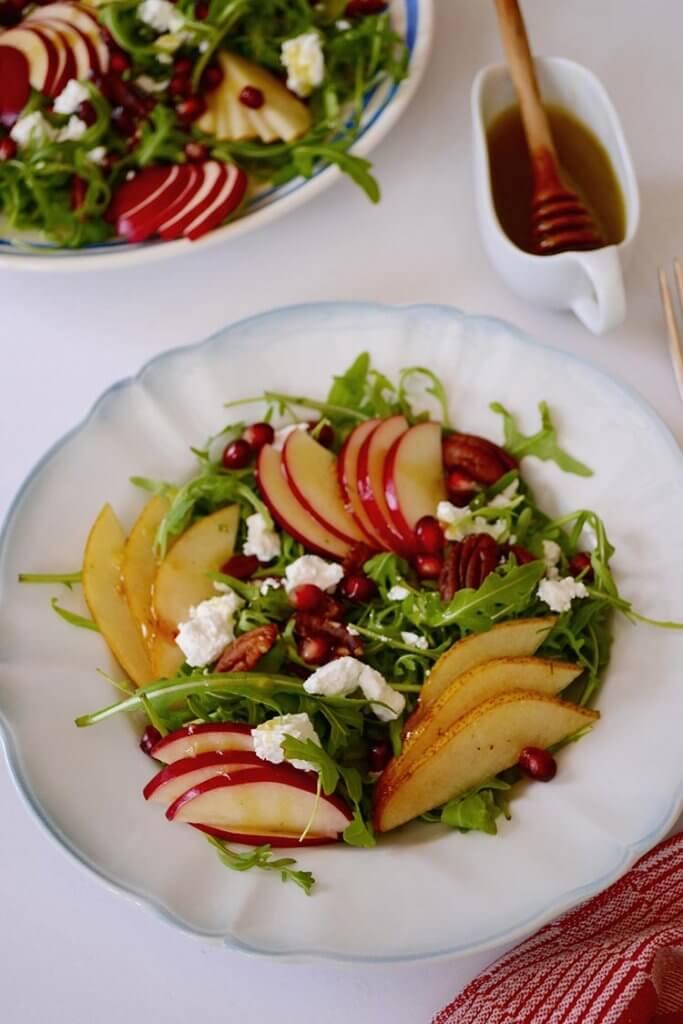 Salata cu fructe si telemea de capra