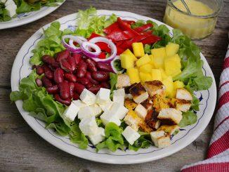 salata-cu-telemea-pui-si-mango-1-1