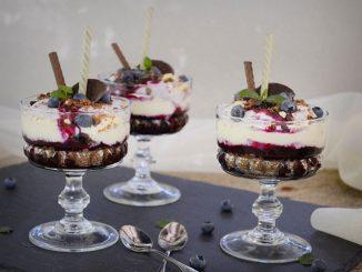 cheesecake-la-pahar-cu-afine-si-ciocolata-1