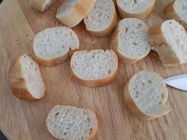 felii bagheta de paine