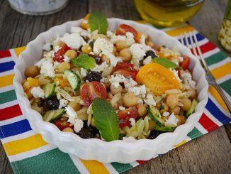 salata-cu-paste-orzo-si-naut-1-1