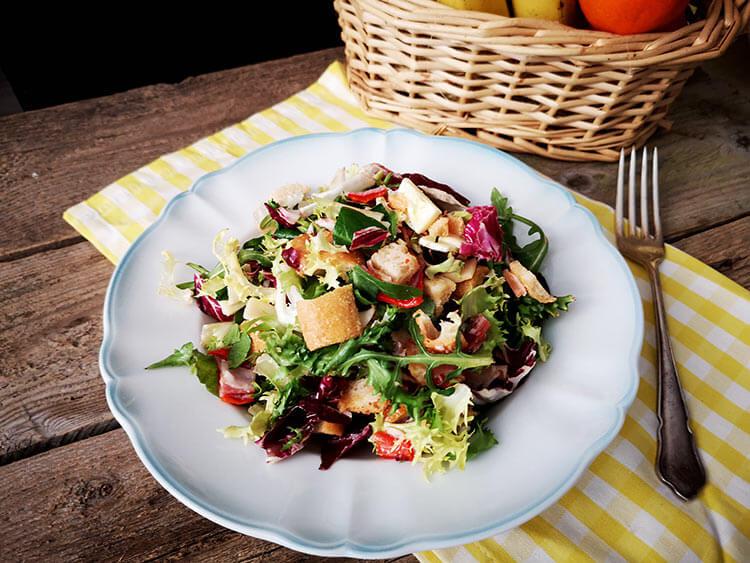 salata cu resturi de sandvis