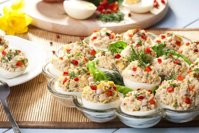 5 idei de ouă umplute pentru masa festivă de Paște