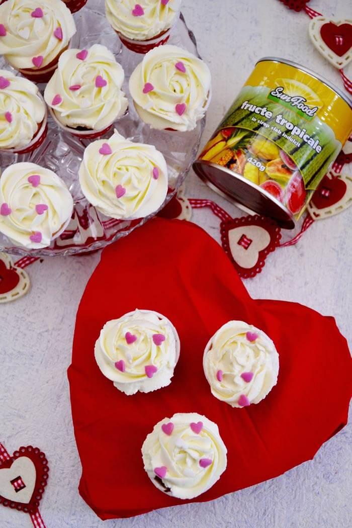 muffins cu jeleu de fructe tropicale