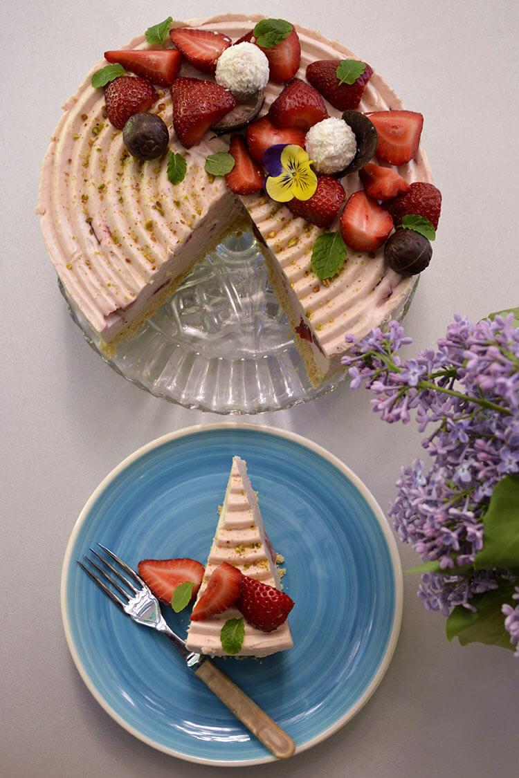 cheesecake cu ciocolata alba si capsune