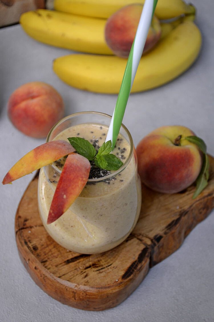 Smoothie cu banane si piersici