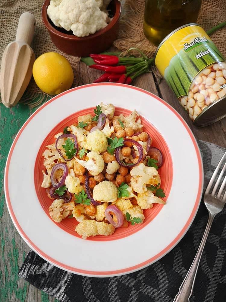 salata cu naut conopida si sos tahini