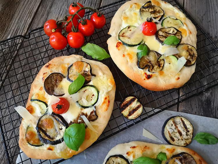Pizza cu vinete si dovlecei- reteta vegetariana