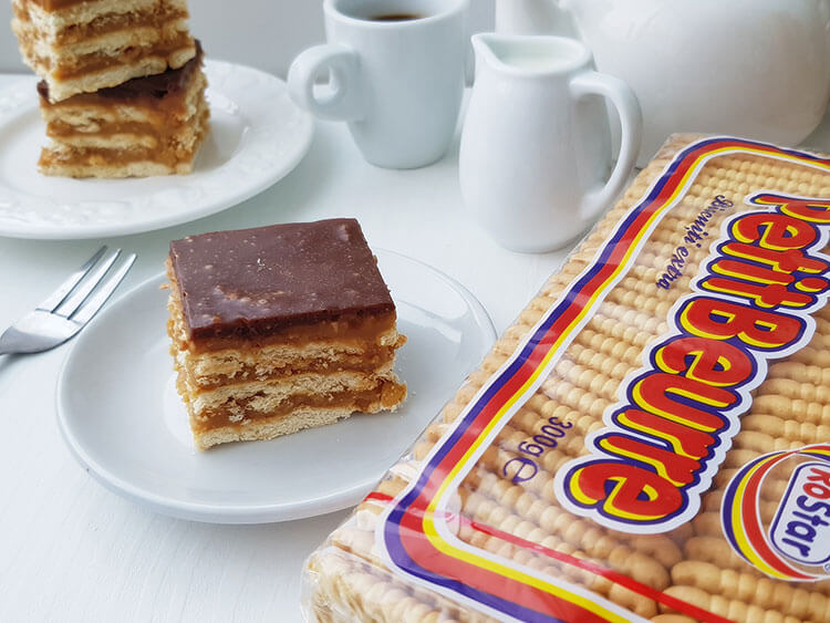 Batoane de biscuiti cu crema caramel